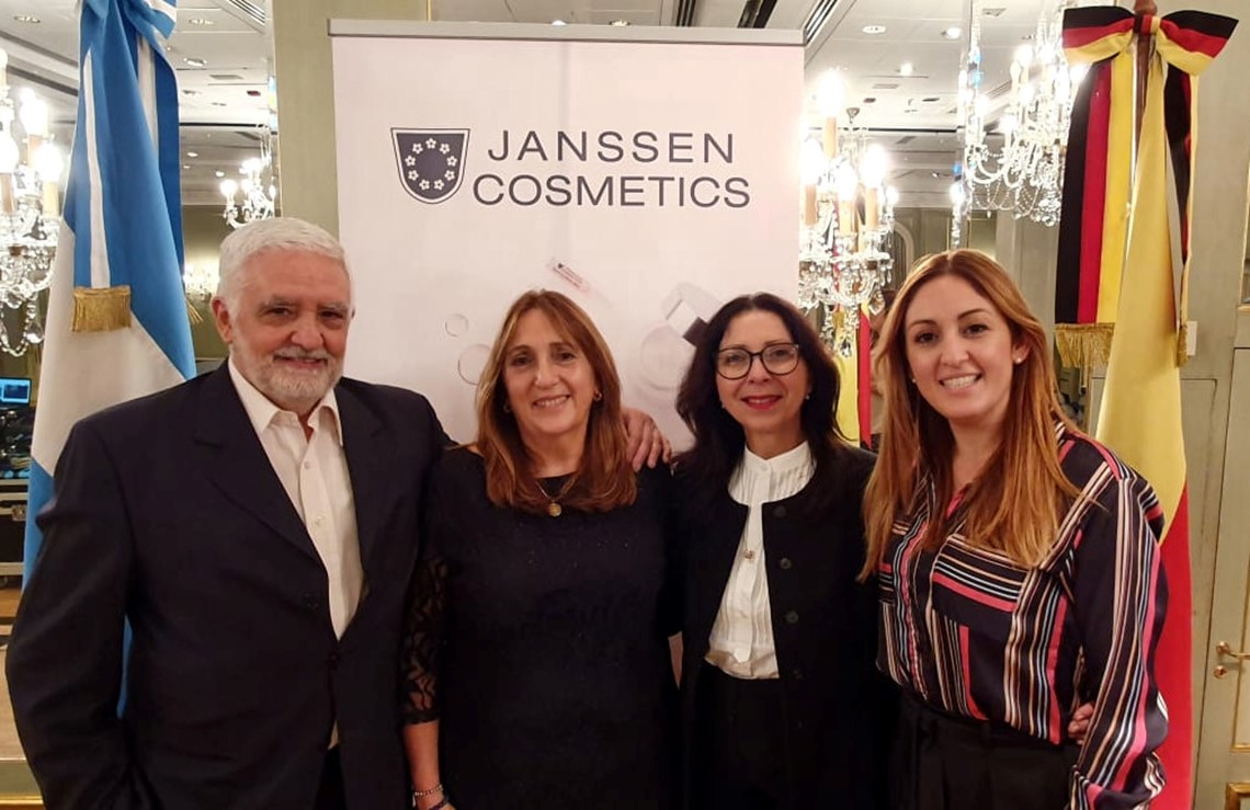 Daniel Sangineto (CEO), Mercedes Zucchi (CFO), Renate Beimel (Internationalke Trainer), Daniela Sangineto (Sales Manager)